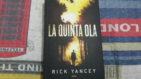 """""""La Quinta Ola"""" escrito por Rick Yancey.:"""