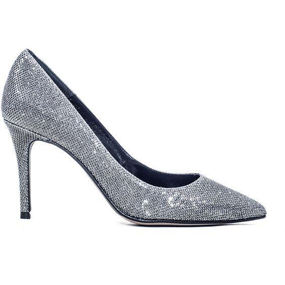Zapatos de salón color plateado, disponibles en Primichi
