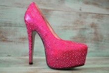 #hotpink #GLAMFACTOR I don't wear heels, but if I did, I'd wear these!!