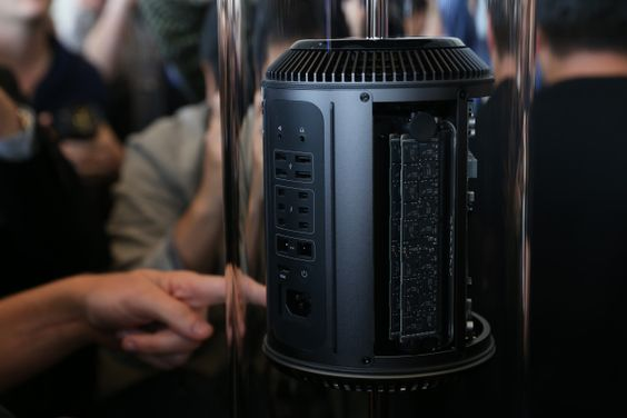 Up Close And Personal With Apple's New Mac Pro, A Sleek Black Aluminum Beast | TechCrunch | WAITING FOR PERFORMANCE RESULTS BUT AH WHAT A THING OF BEAUTY