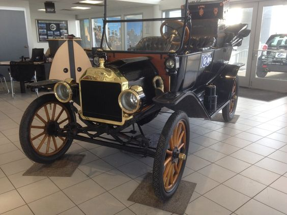 1914 Model T FORD.