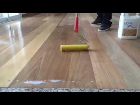 Aplicação De Bona Em Piso De Madeira Raspadora Real Youtube Piso Madeira Assoalho De Madeira De Madeira