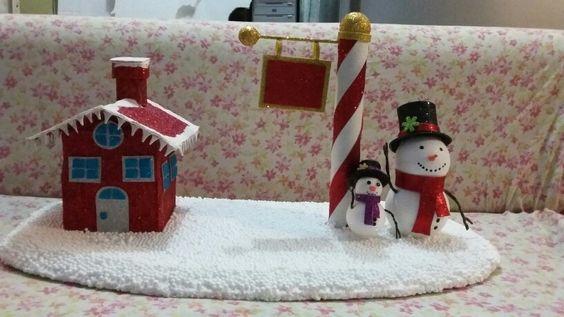 Muñeco más casa navideña
