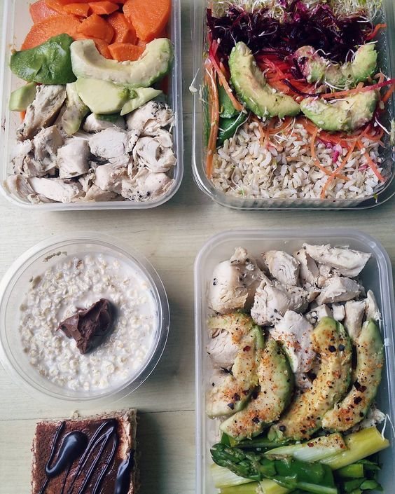 Meals sorted for tomorrow (thanks @proteinhausuk!)   M1: Overnight oats with hazelnut and cocao butter. M2: Chicken asparagus and avocado. M3: Buddha bowl with brown rice tofu and veg. M4: Chicken asparagus and sweet potato. M5: Protein tirimasu   Macros for the day:150g Carbs 130g Protein 50g Fat 26g Fiber  #fitfam #ukfitfam #aesthetic #foodblogger #mealprep #mealprepsunday #foodporn #nom #healthyeats #cleaneating #physique #failuretoprepareispreparingtofail #aesthetic  #happybelly…