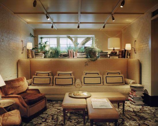 Builtin sofa Chiltern Firehouse studio ko photo Francois