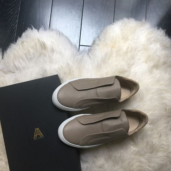 Axel Arigato Clean 90 Laceless Beige Leather Men Completely New still fresh in the box. The shoe is made of full grain Italian leather and handcrafted in Portugal. Dust bags included :) Axel Arigato Shoes Sneakers