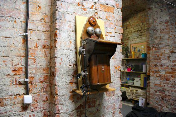 В стенах творческого центра есть, что поразглядывать. Фото Жени Шведы