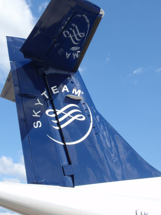 Tailcolours of ATR42 in Skyteam colours.