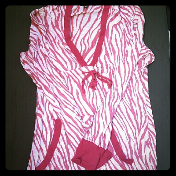 Athleta medium raspberry zebra shirt Great to wear to and from your work outs Athleta Tops Tees - Long Sleeve