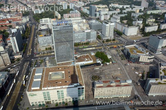 Der Alexanderplatz vom Fernsehturm gesehen. Fachleute und Bürger entwickeln derzeit  Gestaltungsideen und städtebauliche Konzepte.
