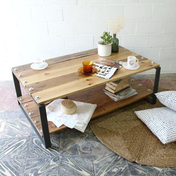 Mesa de madera natural para el salón