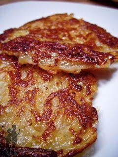 Rostis de pommes de terre : râper 1kg de pommes de terre, mélanger avec 2 cs de lait, du sel, du poivre, l'épice de votre choix (noix de muscade, cumin,...), faire des petites galettes à la poêle.