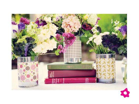 Centros de mesa para boda en latas con papel decorativo