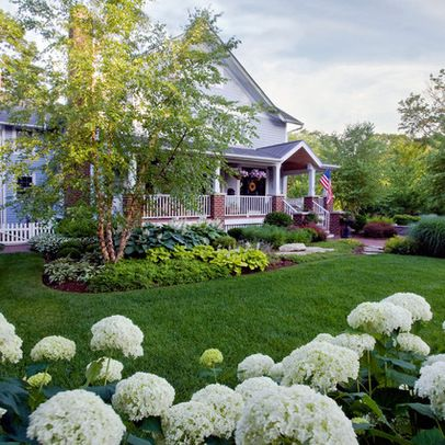 Traditional landscape front yard landscaping design ideas for Traditional landscape