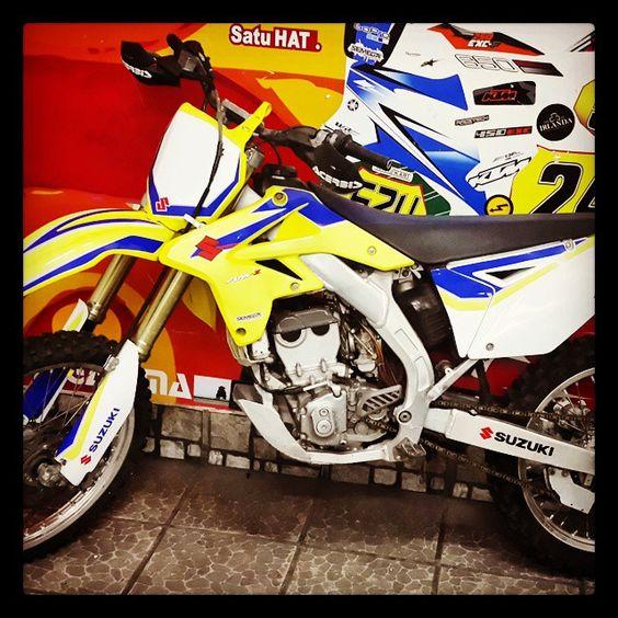 Dise o impresion vinilo ploteo motos suzuki cross for Disenos de motos