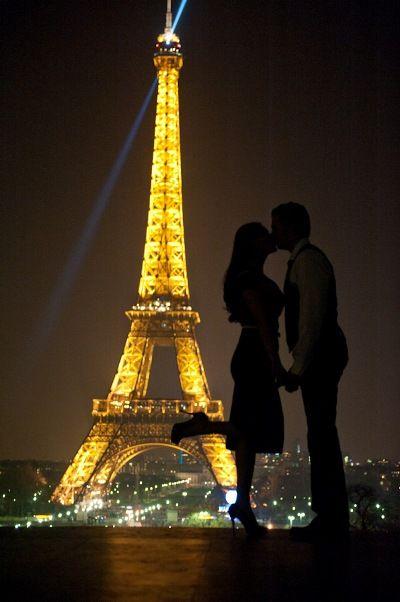Pre wedding Photoshoot Paris by night