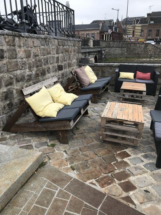 Petite terrasse en palettes sur les bords de la somme, quai belu - Amiens