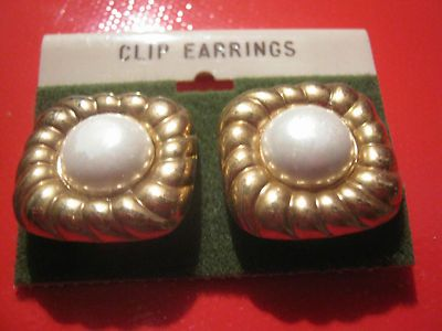 NEW ON CARD! VINTAGE COSTUME JEWELRY CLIP-ON EARRINGS