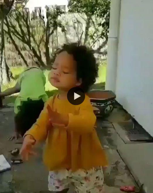Hoje essa garotinha acordou totalmente zem