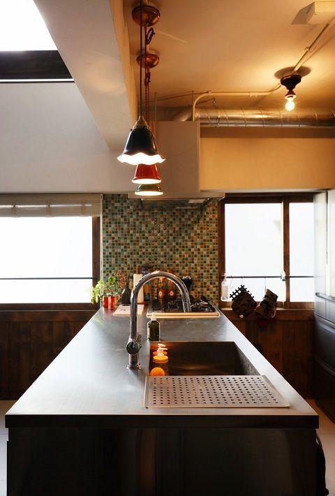 キッチンの天井は換気ダクトを見せて ラフなイメージ ステンレス