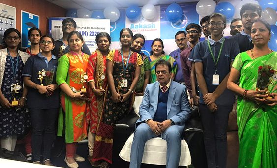 Aakash Educational Services Limited felicitates JEE MAINS 2020 meritorious students