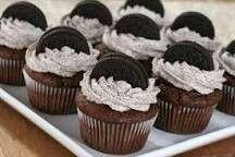 Delicieux cupcake aux oreo  Ingredients: 120g de farine, 10cl de lait, 80g de beurre, 100g de chocolat noir, 2 oeufs, 80g de sucre, 20g de cacao en poudre non sucrée, 1 càs de levure chimique Pour la ganache : 1 paquet d'oreo, 4 càs de sucre , 20cl de creme liquide, 250g de mascarpone