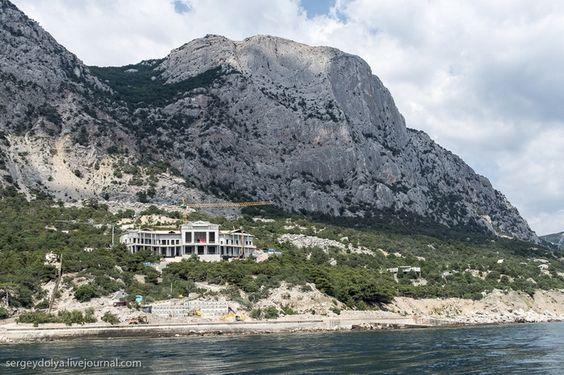 Гигантомания. Вид с моря на строительство новой резиденции Януковича в Крыму 29.07.2013
