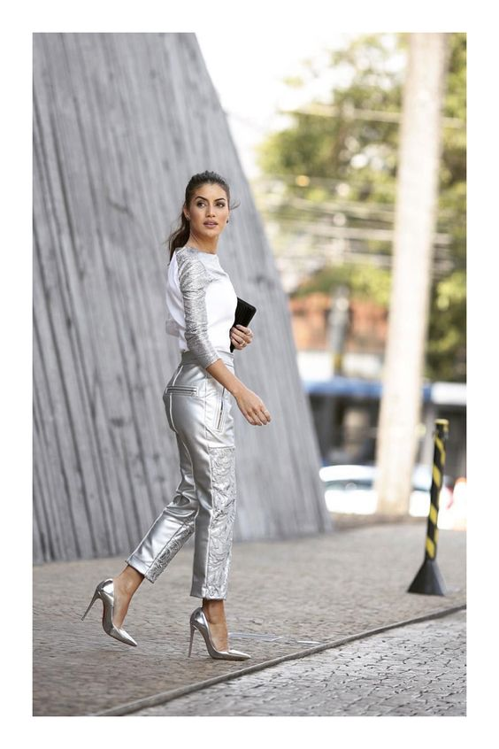 13 trucos para verte visualmente más alta #TiZKKAmoda #blusa #pantalón #gris #metálico #stilettos #look #formal #fashion
