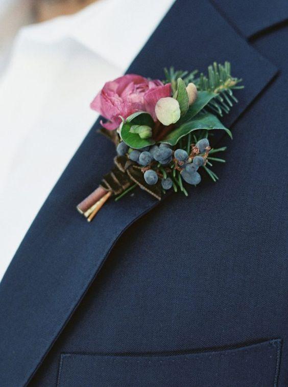 Stilvolle Anstecker für deine Vintage-Hochzeit. #vintagepaper #vintagewedding #papeterie #paperlove #wedding #hochzeit #hochzeitseinladung #anstecker #liebe