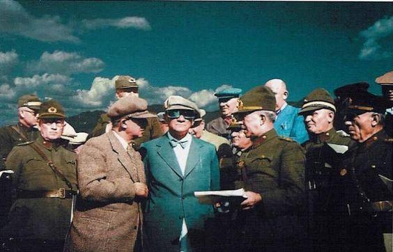 """""""ATATÜRK öldü, o, milletin atası ve son asırların yetiştirdiği en büyük adamdı """" """" Mustafa Kemal , kurduğu eserin semerelerini gözü ile gördü.Vazifesini tamamladı .Dünyadan muvaffak ve Muzaffer olarak çekildi .""""( Mısır- Elehram )"""