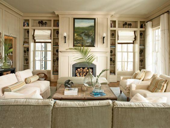 wohnideen wohnzimmer beiges sofa rustikaler holztisch
