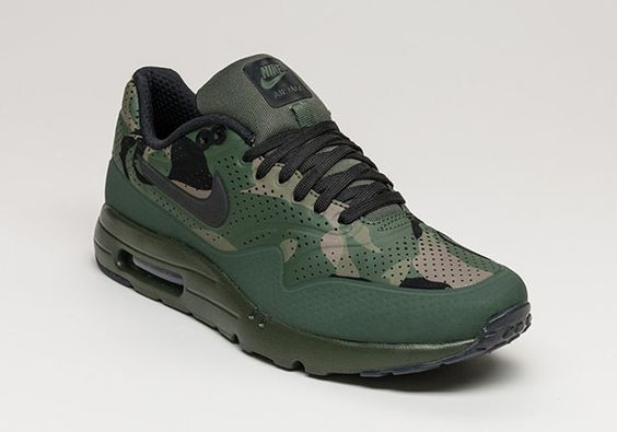 Need another camouflage sneaker in your collection? Then here's a great option on the horizon: the Nike Air Max 1 Ultra Moire with a the always in-trend camo makeover. The one piece perforated upper of the Air Max 1 Ultra … Continue reading →