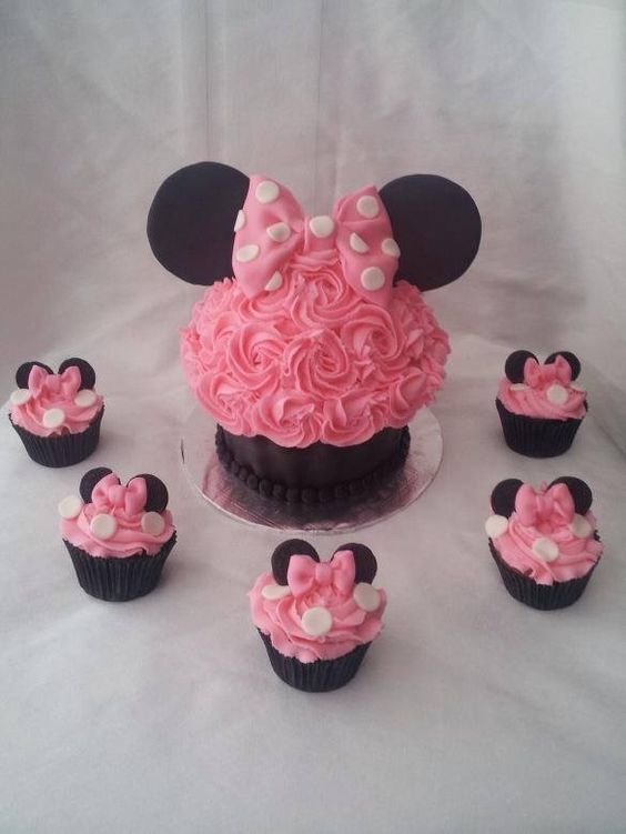 Pink Minnie Mouse Cake & Cupcakes | Sadie's Birthday ...