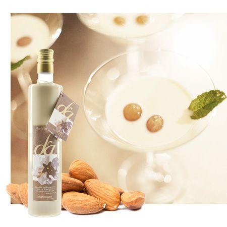Bei Nüssen denkt Ihr an Weihnachten, Kamin und Nussknacker? Wir denken da eher an Sommersonne, #Mallorca, Gartenparty... Wie das kommt? Wir trinken in lauen Sommernächten gern D'Ametla. Das ist mallorquinischer Mandel-Likör feinster Güteklasse und trinkt sich am Besten im #Pool. - Jetzt ins Wochenende starten mit unvergesslichem GeNUSS! http://xanthurus.de/dos-perellons-licor-dametla-70cl