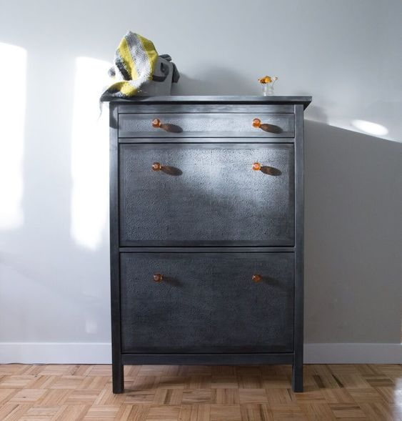 I Bought A White Ikea Hemnes Shoe Cabinet From Kijiji To Turn It Into A Classy Bought Cabinet Class En 2020 Ikea Hemnes Meuble Chaussure Ikea Armoire Chaussures