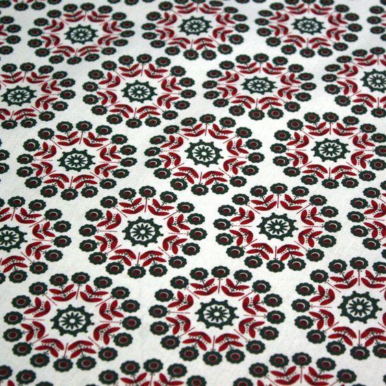 """Tissu de coton Azulejos """"Lisbonne"""" à fleurs rouges et taupe, fond blanc"""