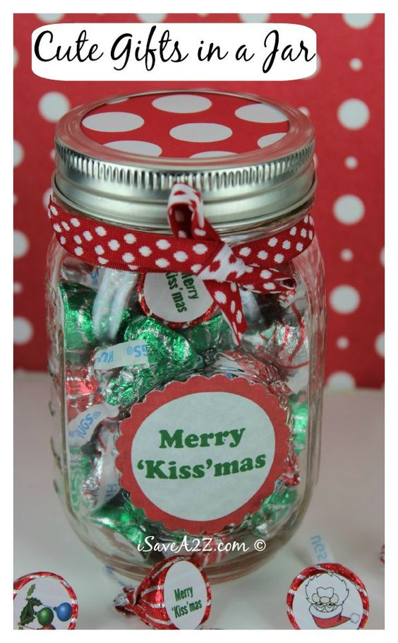 Hershey's Christmas kisses in a Mason Jar? I'm sold already! Make these DIY gifts for your family and friends and you will be very popular!