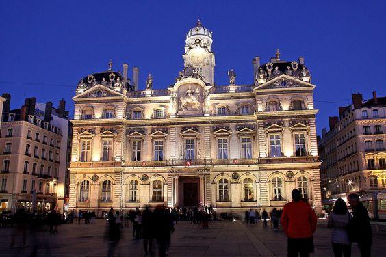 Lyon la nuit place des Terreaux Hôtel de ville principal