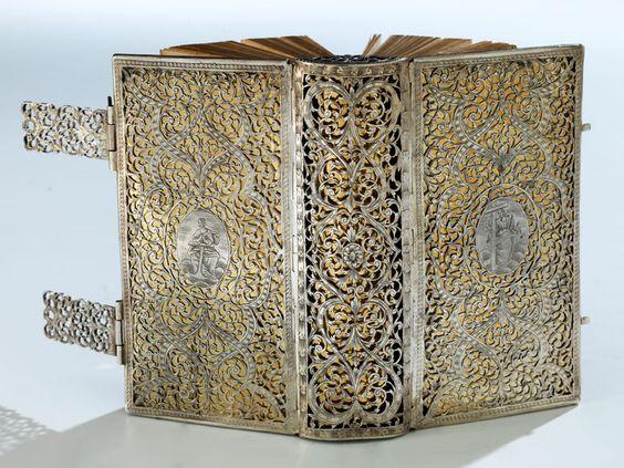 Silberner Bucheinband  12 x 7 x 4,5 cm. Süddeutschland, Anfang 18. Jahrhundert.