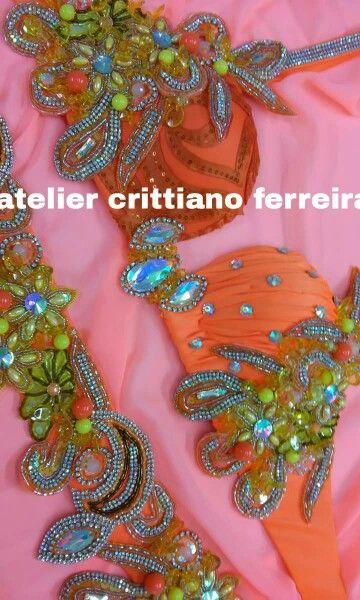 Figurino laranja Atelie Cristtiano Ferreira