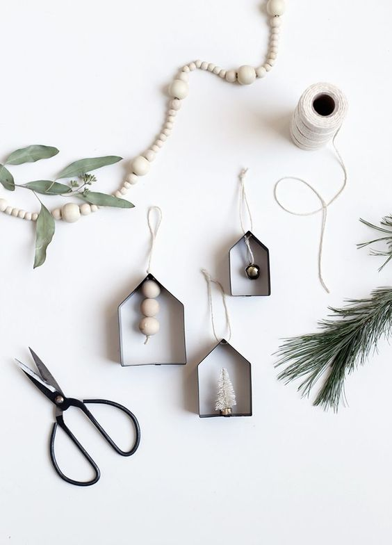 15 Do It Yourself Christmas crafts and decorations for the holiday season. Easy to make Christmas trees, cone  Christmas tree, DIY ornaments, DIY Christmas wreaths, Nordic and Scandinavian decor with Christmas garlands. Image from The Merry Thought