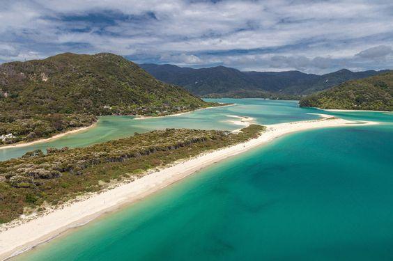 """Der """"schönste Strand der Welt"""" soll auch so bleiben. Darum wurde Awaroa Beach…"""
