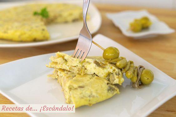 Tortilla de bacalao acompañada de gildas, receta vasca