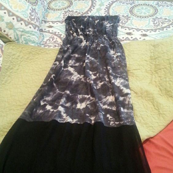 Express tube dress Gray black tie dye print with bottom black sheer. Side slit on bottom.Elastic middle. Express Dresses Maxi