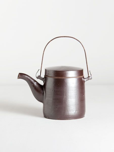 onggi teapot with iron handle