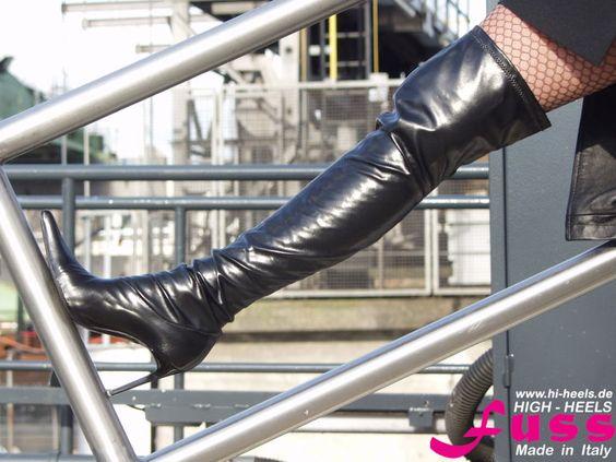 Stretch-Overknee-Stiefel mit lackiertem Absatz von Fuss Schuhe.