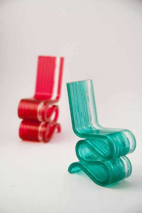 Objeto de Colección, elaborado en acrílico, en homenaje al Arq. Frank Gehry que desarrolló la Wiggle Side Chair en 1972.