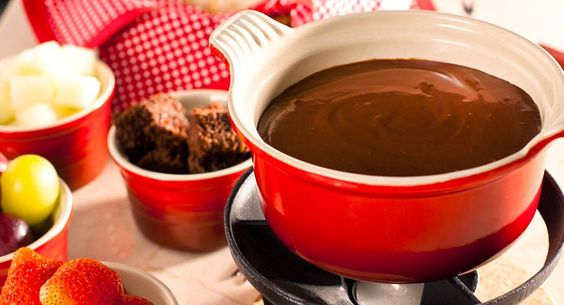 Chocolate Fondue: uma sobremesa super rápida de fazer e deliciosa. www.carolcelico.com