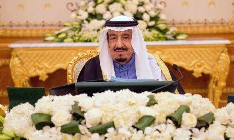 Novo Rei saudita inicia governo distribuindo US$ 20 bilhões aos cidadãos http://angorussia.com/noticias/mundo/novo-rei-saudita-inicia-governo-distribuindo-us-20-bilhoes-aos-cidadaos/