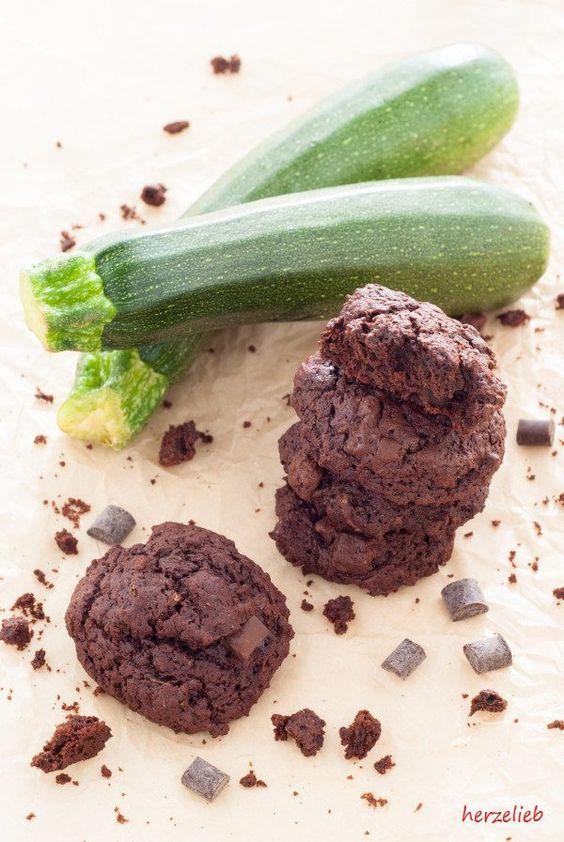 Zucchini-Kekse mit Schokolade nach diesem Rezept ganz einfach nachzubacken.